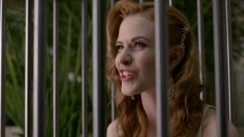 Sabiá lá na gaiola fez um buraquinho, voou, voou, voou, e a menina que gostava tanto do bichinho chorou, chorou, chorou.