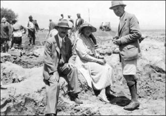 Max Mallowan, Agatha Christie e Leonard Woolley em Ur, 1931