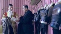 Filme | Máscaras de gás no palácio